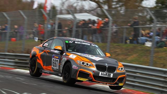 Yannicker Mettler in seinem 2er BMW auf dem Nürnburgerring.