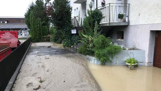 Überschwemmte Garageneinfahrt in St. Margrethen.