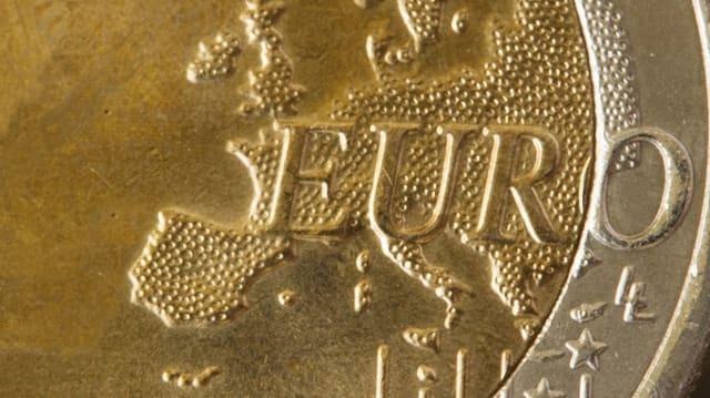 Nahaufnahme eines Euro-Stücks.