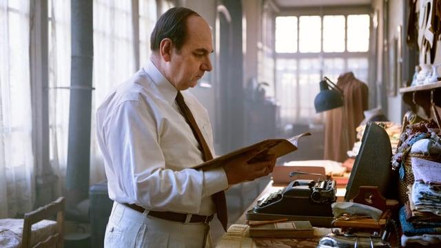 Pablo Neruda gespielt von Luis Gnecco.
