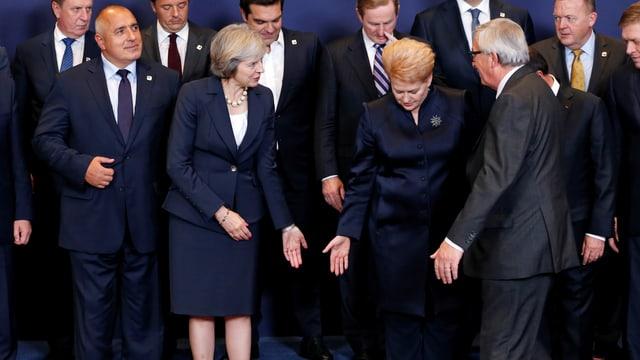 Regierungschefs kurz vor dem Posieren für ein gemeinsames Bild