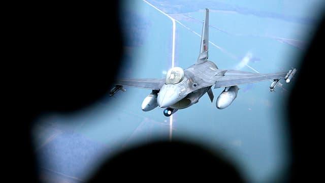 Kampfflugzeug der Nator.