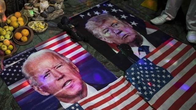 Flaggen mit Biden und Trump.
