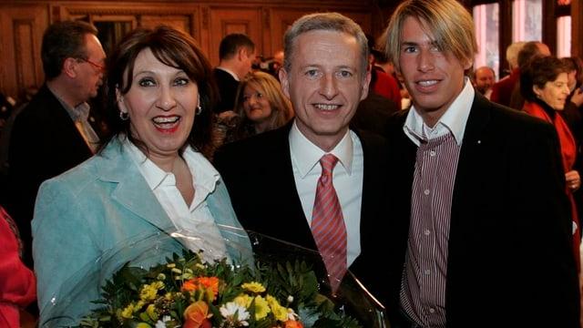 Hanspeter Gass flankiert von Ehefrau Silvia und Sohn Damian.