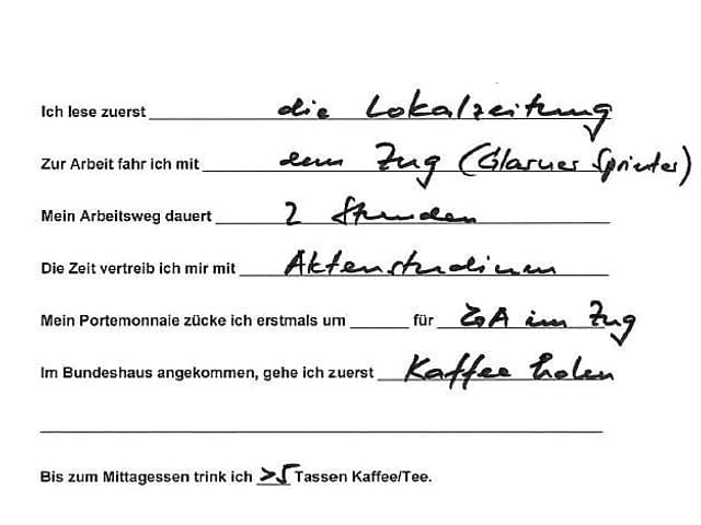 Fragebogen von Hand.
