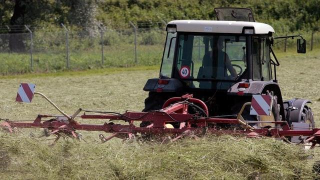 tractor che volva il fain