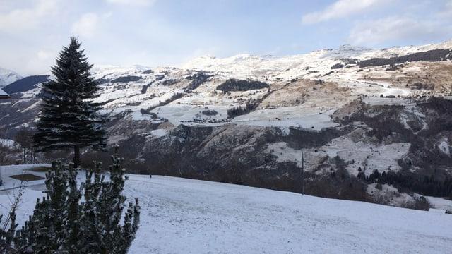 Vista da Sutscheins vers Lumnezia sura.