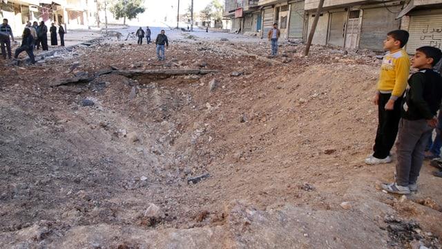 Ina gronda rusna en ina via en l'ost da la citad Aleppo.