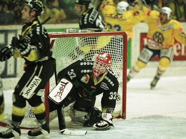 David Aebischer spielt im Tor des HC Fribourg-Gottéron.