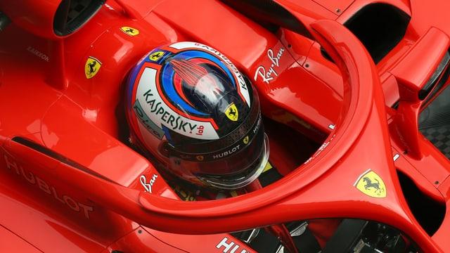 Ferrari setzt auf einen roten Titanbügel.