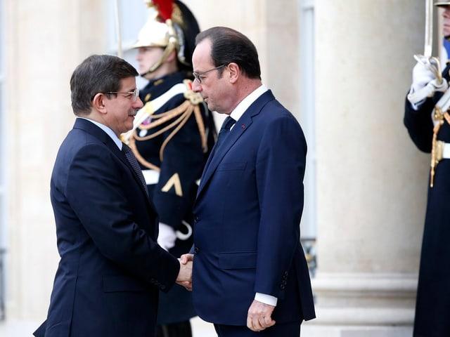 Ahmet Davutoglu (linke Seite), Präsident François Hollande