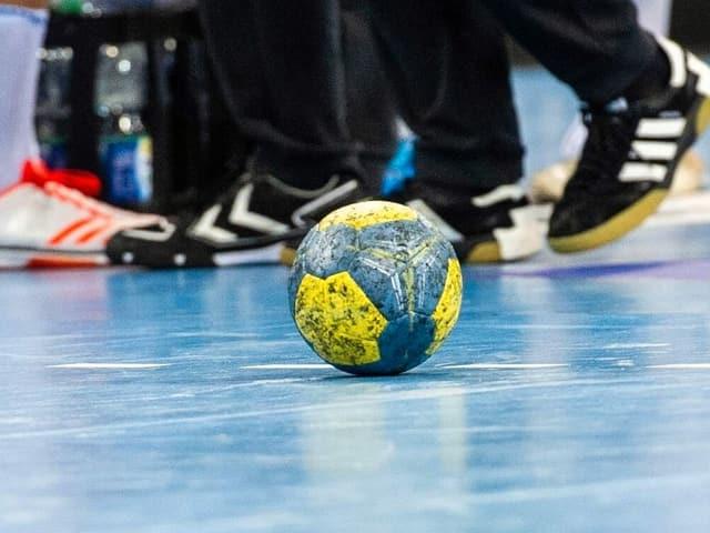 Handball am Hallenboden