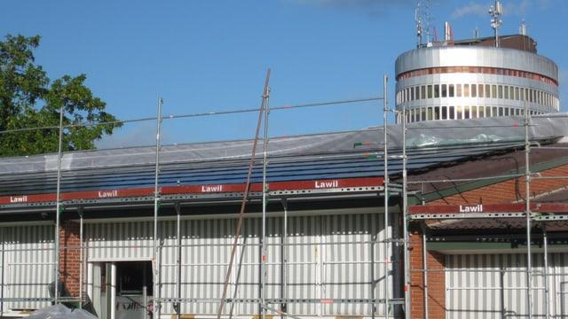 Solaranlage im Bau auf Schulhaus