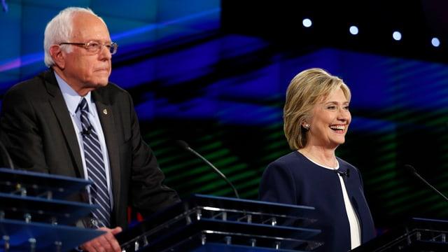 Hillary Clinton und Senator Bernie Sanders aus Vermont stellen sich auf CNN.