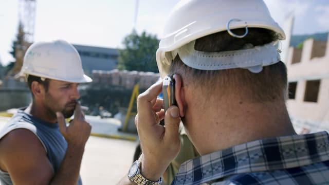 Baustellenkontrolleur auf dem Bau