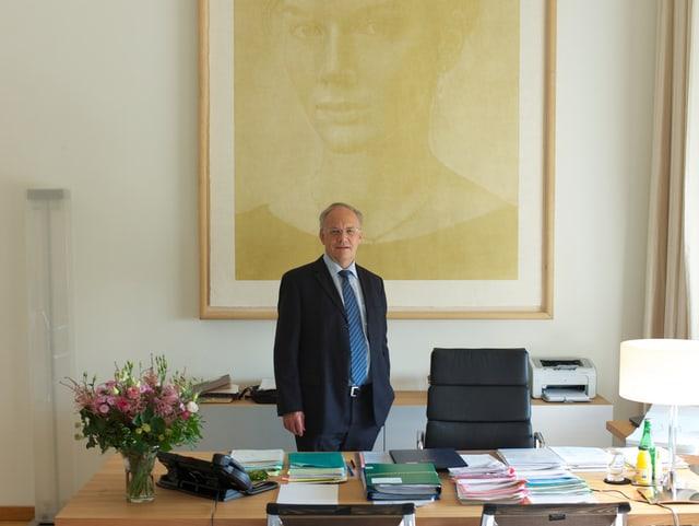 Wirtschaftsminister Johann Schneider-Ammann in seinem Arbeitszimmer im Bundeshaus.