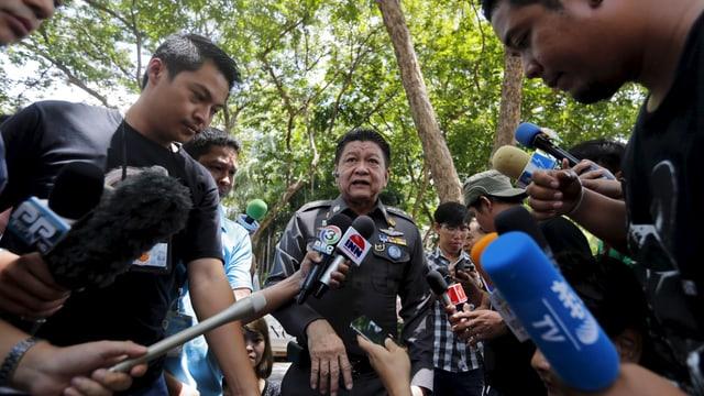 Thailands Polizei informiert die Medien in Bangkok