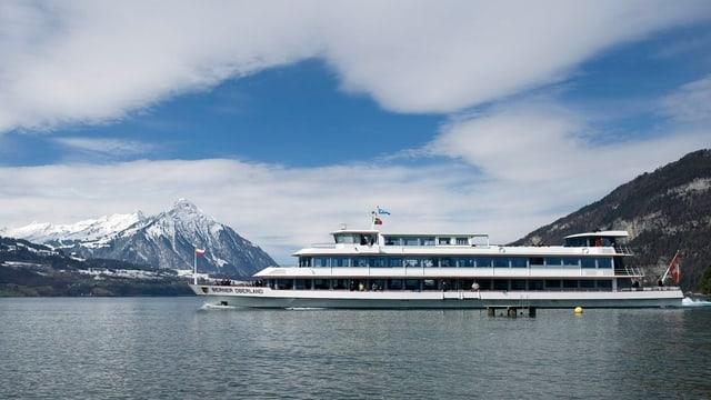 Das Motorschiff «Berner Oberland» unterwegs auf dem Thunersee