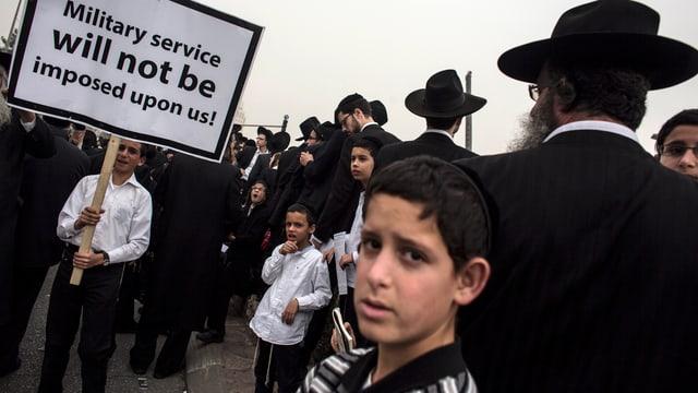 Religiöse Juden protestieren, Alte, Junge, Kinder.