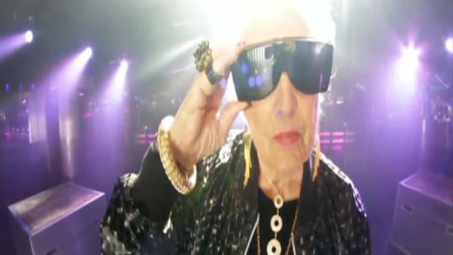 Die über 80 Jahre alte DJ-Lady Mamy Rock