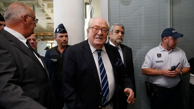 Jean-Marie Le Pen auf dem Weg ins Gericht.