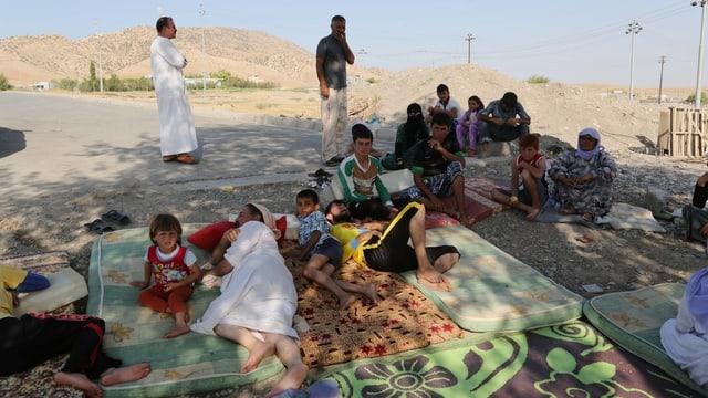 Jesidische Flüchtlinge in den Bergen an der Grenze von Irak zu der Türkei.