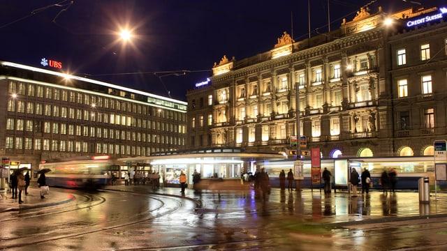 Paradeplatz am Abend.