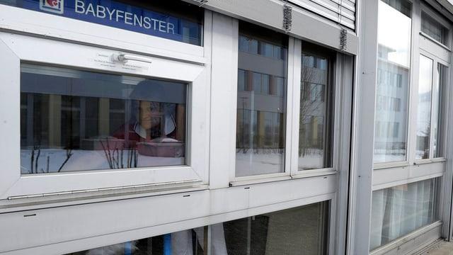 Das Babyfenster des Spitals Einiedeln.