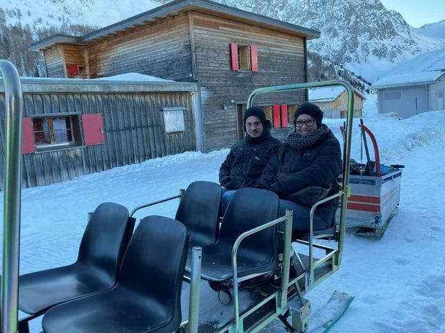 Silvio Quinter e Karin Hauser da Turitg èn clients fidaivels dal servetsch da taxi.