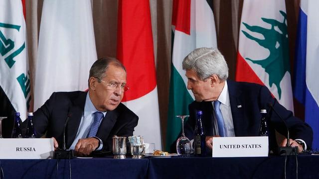 Ils ministers da l'exteriur Sergej Lawrow (sanester) e John Kerry.