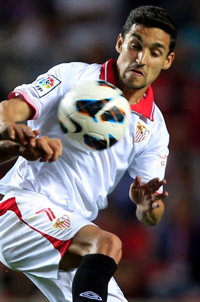 Der spanische Internationale Jesús Navas wechselt vom FC Sevilla zum englischen Vize-Meister Manchester City. Wie die Andalusier am Montag auf ihrer Homepage verkündeten, müsse der 27-Jährige nur noch den obligatorischen Medizincheck bestehen.