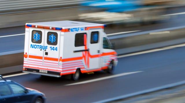 Krankenwagen in schneller Fahrt