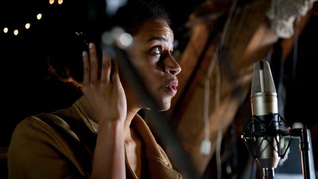 Die schweizerisch-ghanaische Sängerin Joy Frempong.