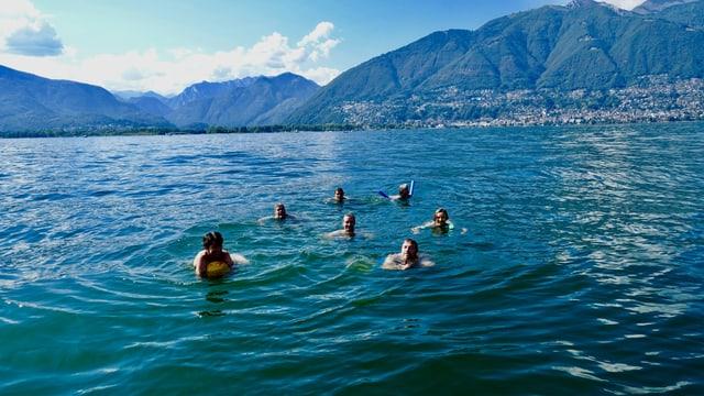 Badende am Lago Maggiore.