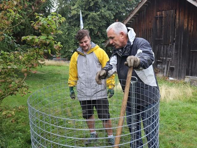 Latour und Luca am Kompost