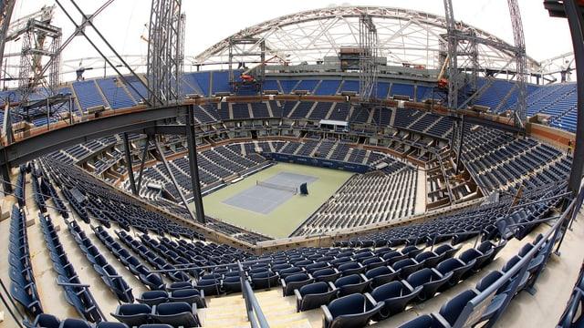 Im Moment wird das Arthur-Ashe-Stadion um ein Dach erweitert.