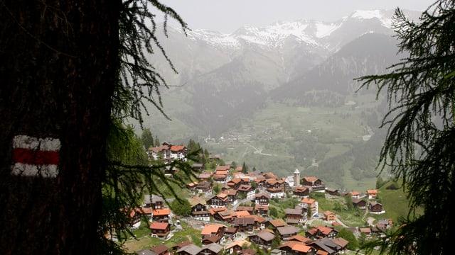 Das Dorf Tschiertschen in den Bündner Bergen.