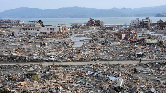 Trümmerfeld nahe beim Meer