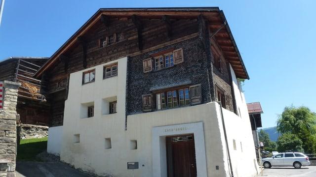 La Casa d'Angel a Lumbrein, in center d'art e cultura en la Val Lumnezia.