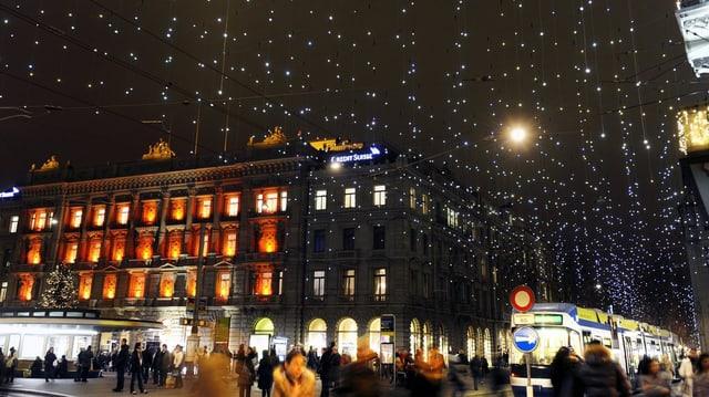 Die Bahnhofstrasse in Winterbeleuchtung.