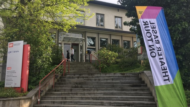 Eingangstüre des Radio Studios Basel