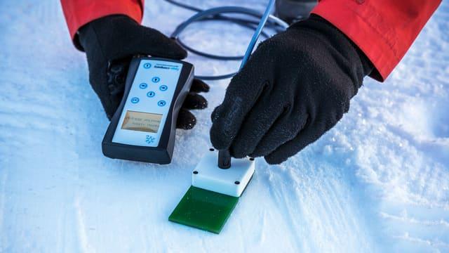 Ein Messgerät im Schnee