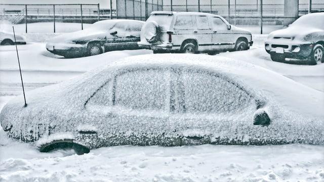 Auto zugeschneit