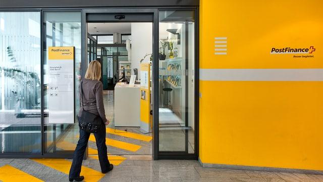 In'entrada d'ina filiala da la Posta.
