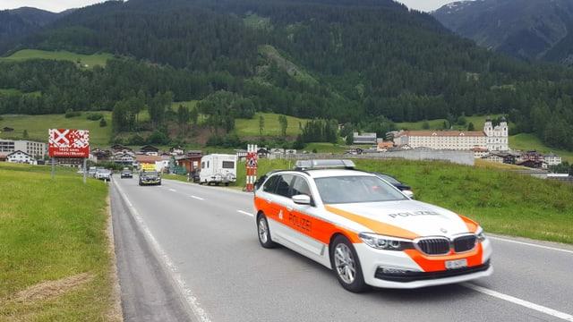 La polizia en acziun durant il Tour de Suisse dal 2019.