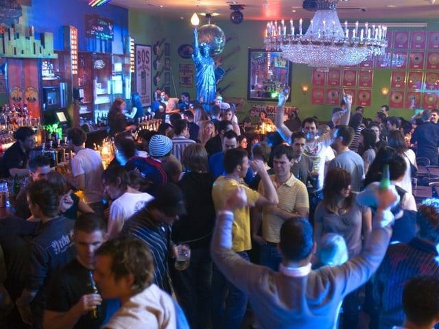 Ab Ende Juni sollen Diskotheken ihre Tanzflächen für Besucher mit Covid-Zertifikat wieder öffnen dürfen.