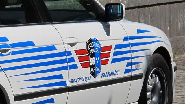 Ein Patrouillen-Fahrzeug der Kantonspolizei Aargau draussen im Einsatz.
