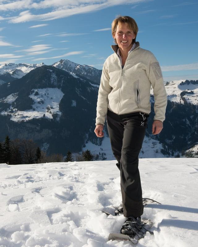 CVP-Regierungskandidatin Karin Kayser im Schnee.