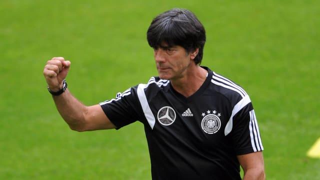 Bundestrainer Joachim Löw im Training.