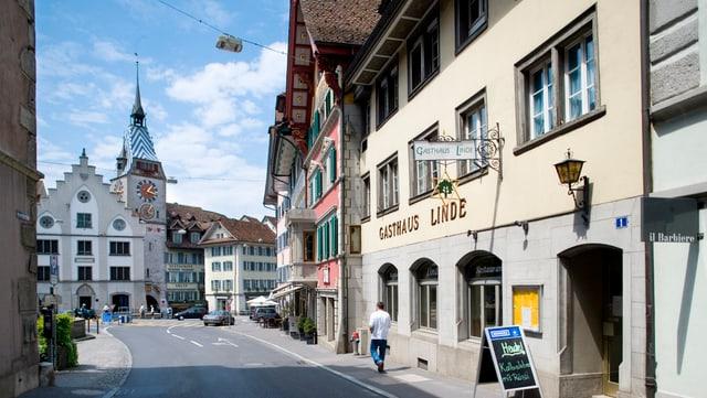Blick auf den Zuger Zytturm und Kolinplatz.